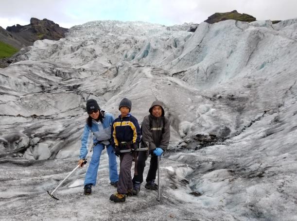 OTTAWA天天中文学校作文选登——我在冰岛爬冰川