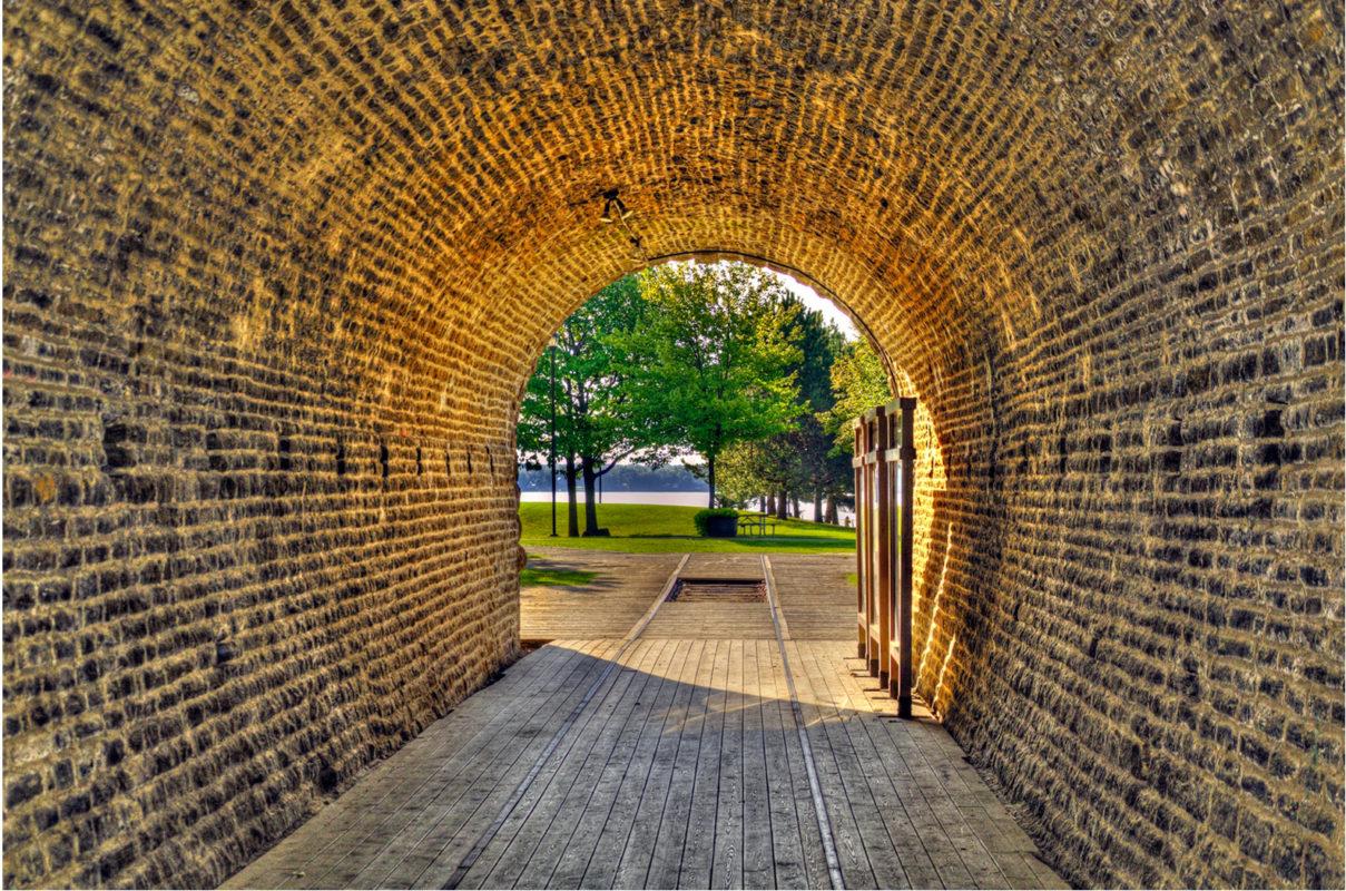 穿越时代隧道,享受现实美景